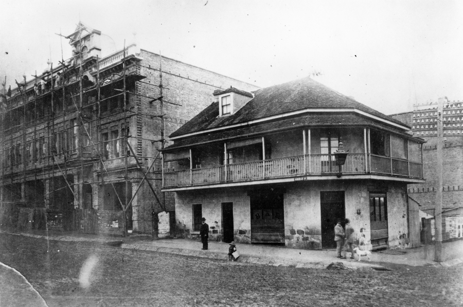 Dunmore Arms Hotel, constructed 1865 and demolished 1887 to make way for the Treasury Hotel.